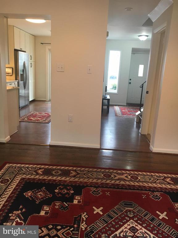 EASY ACCESS TO ALL OF FIRST FLOOR W STYLISH UPDATE - 10263 WILDE LAKE TER, COLUMBIA