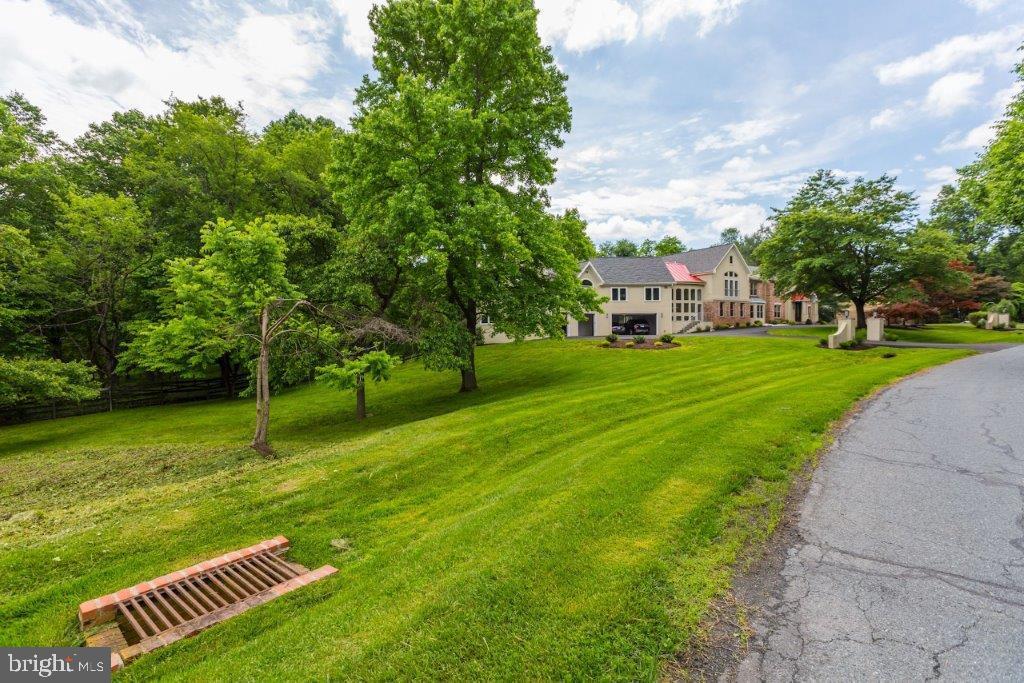Serene backyard - 16221 WHITEHAVEN RD, SILVER SPRING