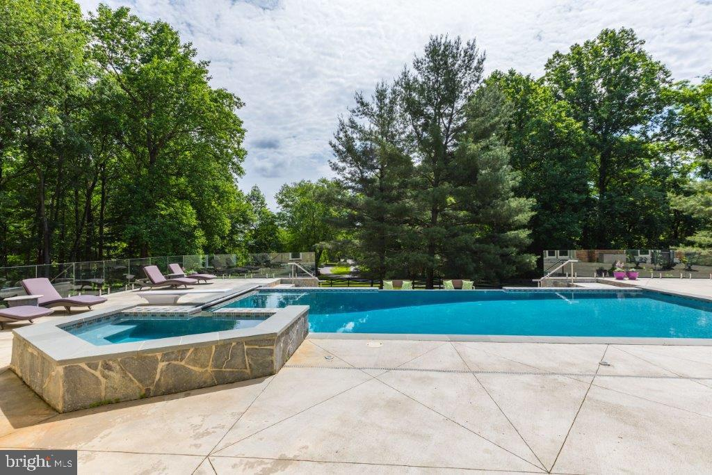 Hot Tub - 16221 WHITEHAVEN RD, SILVER SPRING