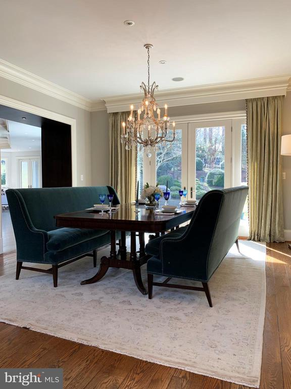 Large, airy dining room w/French doors to patio - 7301 DULANY DR, MCLEAN