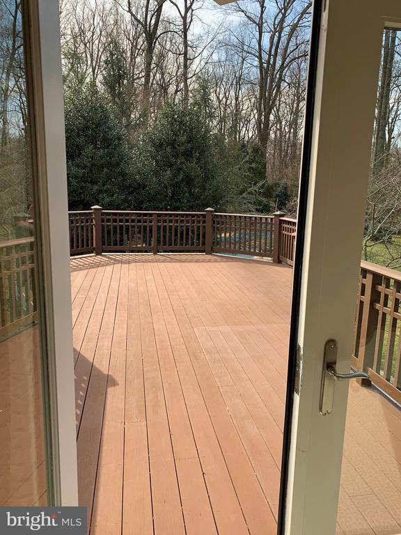 Oversized private master deck - 7301 DULANY DR, MCLEAN