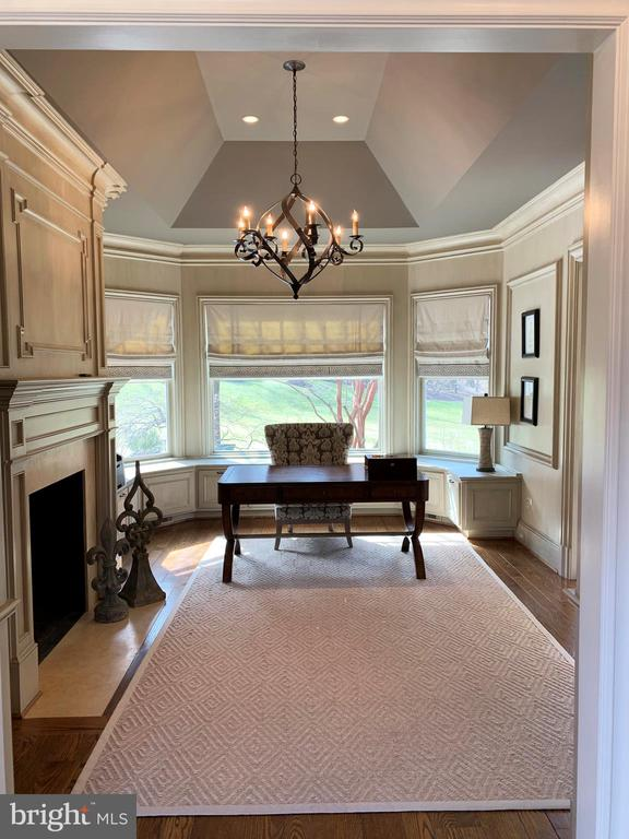 Office with beautiful painted custom built-ins - 7301 DULANY DR, MCLEAN