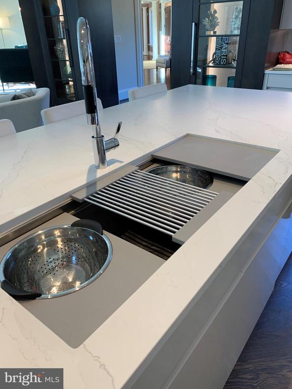 Custom sink w/various accessories - 7301 DULANY DR, MCLEAN