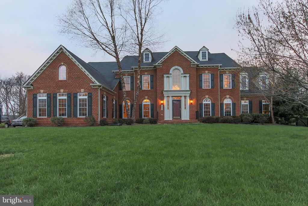 Handsome brick front - 18733 GROVE CHURCH CT, LEESBURG