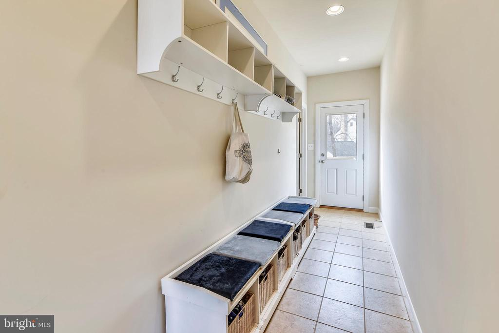 Mud Room off both Garages w/exit door to Deck. - 3446 VALEWOOD DR, OAKTON
