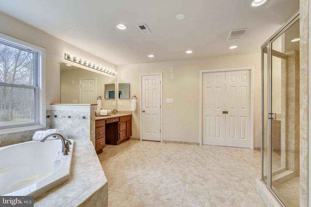 Master Bath has attractive designer tile. - 3446 VALEWOOD DR, OAKTON