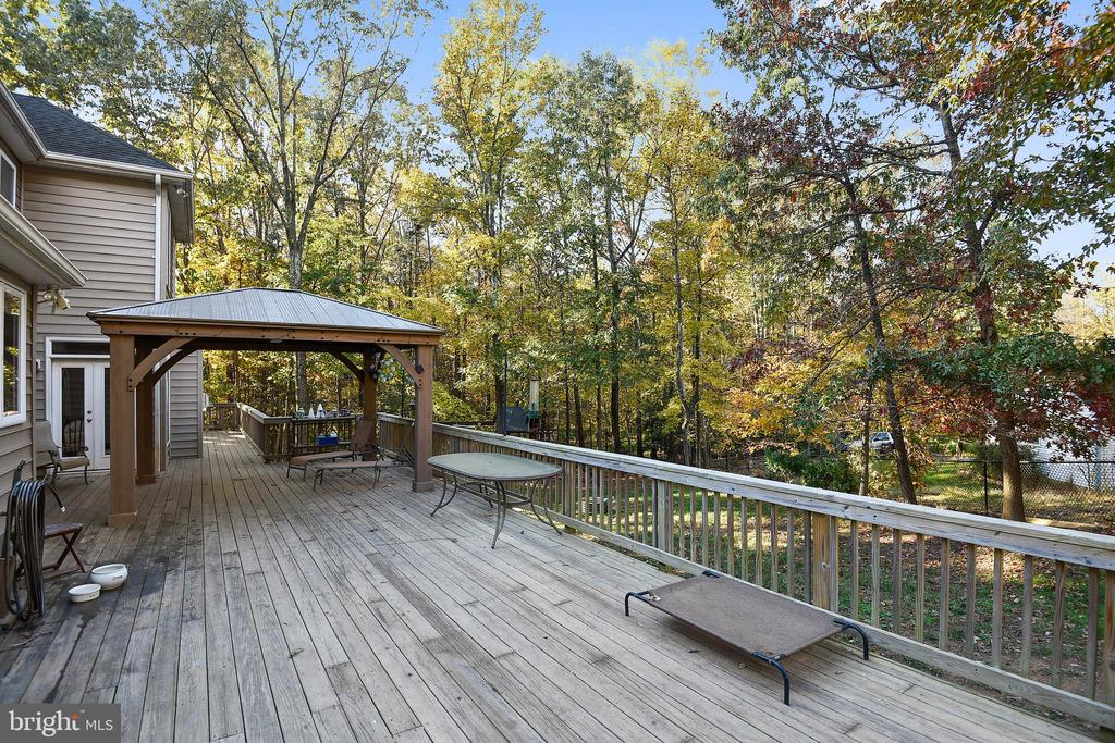 Rear Deck with Gazebo. - 3446 VALEWOOD DR, OAKTON