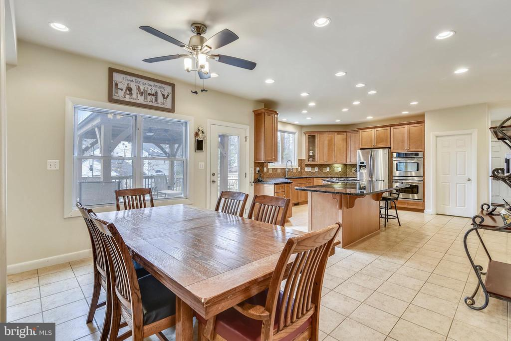 Breakfast Room & Kitchen - 3446 VALEWOOD DR, OAKTON