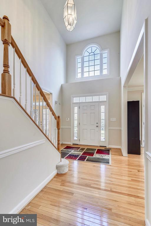 Two-story Foyer - 3446 VALEWOOD DR, OAKTON
