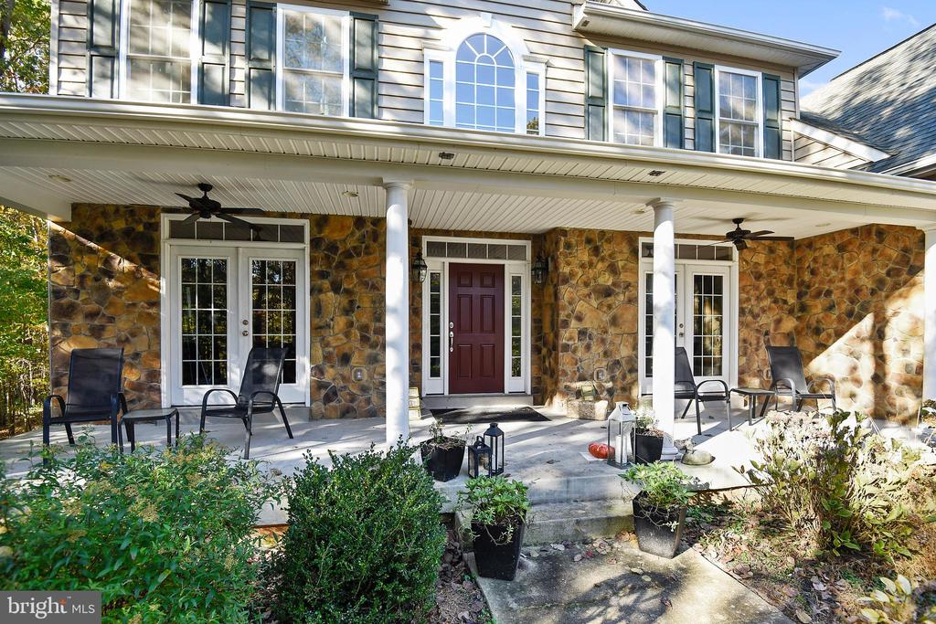Wide Front Porch and attractive Stone Front. - 3446 VALEWOOD DR, OAKTON