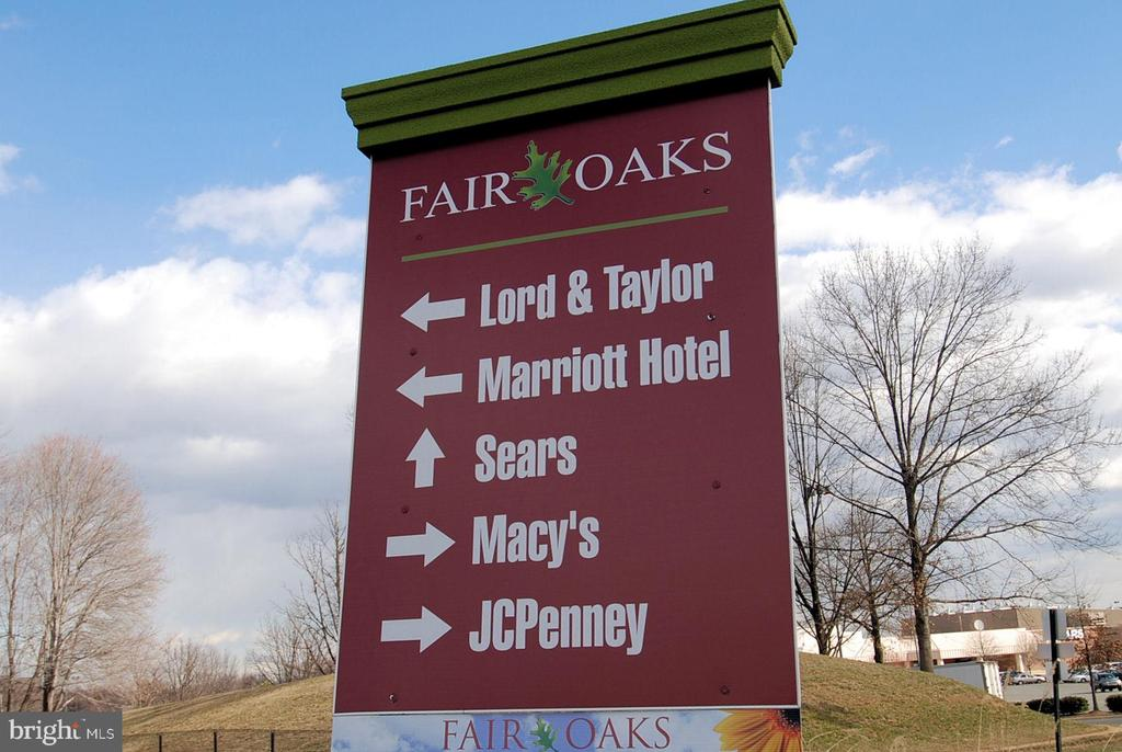 Fair Oaks Mall less than 4 miles. - 3446 VALEWOOD DR, OAKTON
