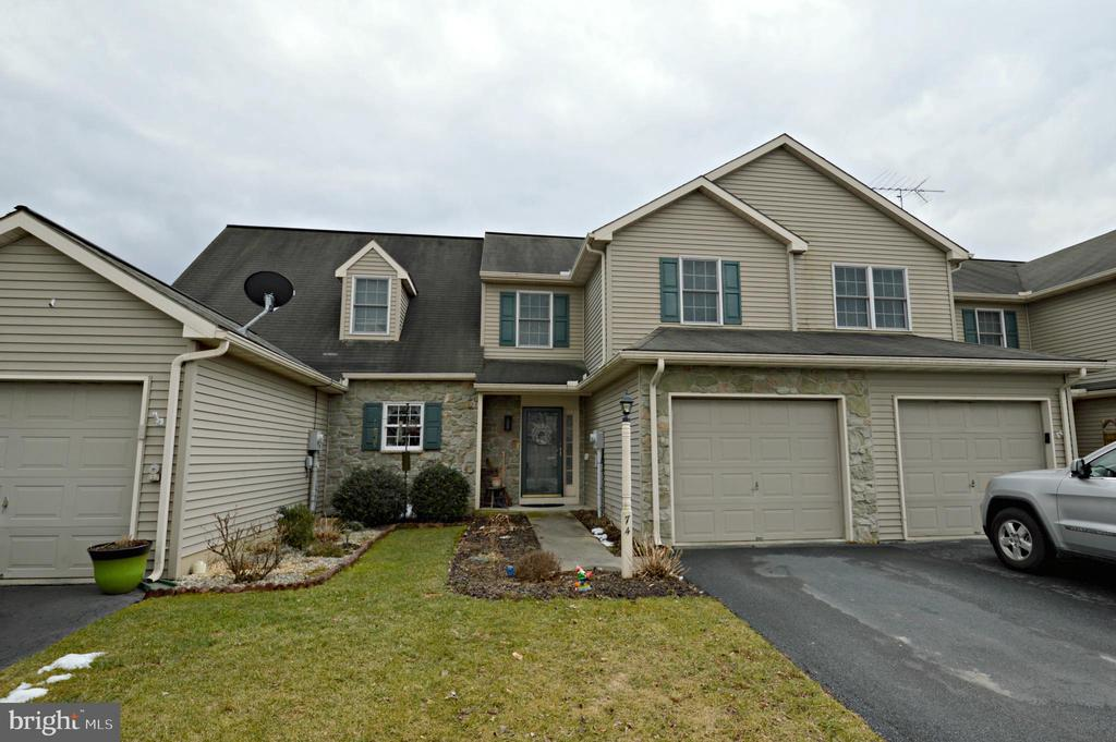 74  PEBBLE CREEK DRIVE, Manheim Township in LANCASTER County, PA 17543 Home for Sale