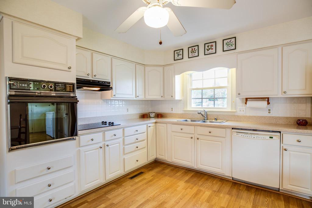Open Kitchen w/ Wall Oven - 1 TALLY HO DR, FREDERICKSBURG