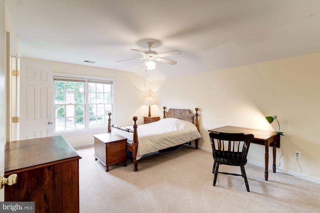 Upper-level back bedroom #2 - 3013 N DICKERSON ST, ARLINGTON