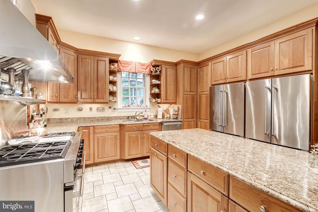 Two 'fridge kitchen, six-burner double oven - 3013 N DICKERSON ST, ARLINGTON