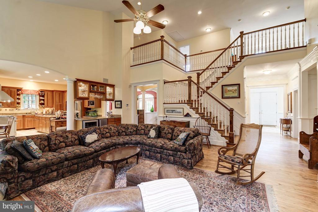 Two story family room looking to the foyer - 3013 N DICKERSON ST, ARLINGTON