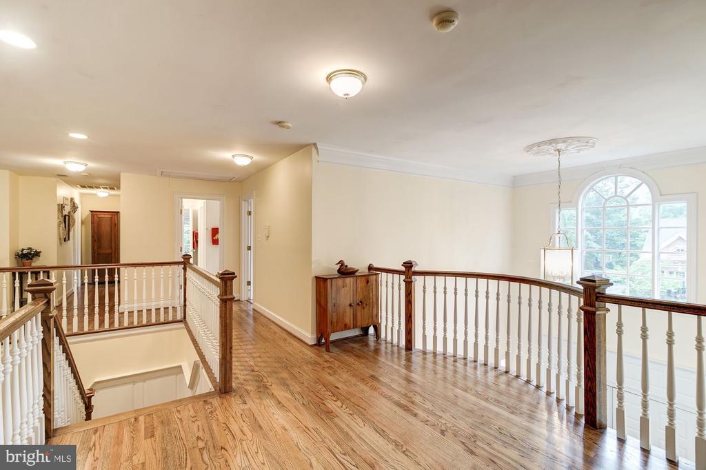Upper bedroom  hallway with wood floors - 3013 N DICKERSON ST, ARLINGTON