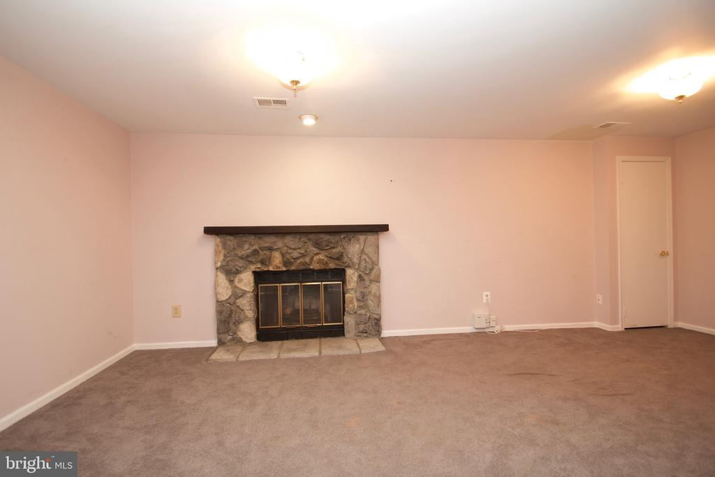 Family Room - 10831 BREWER HOUSE RD, ROCKVILLE