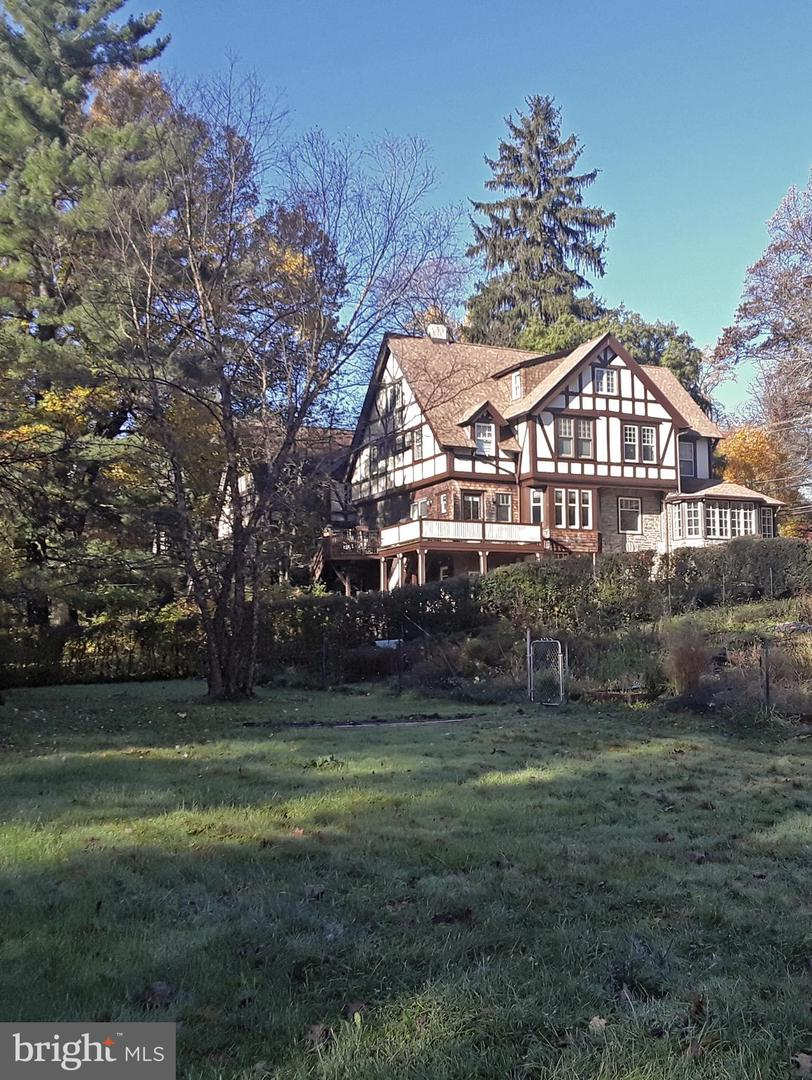 Photo of home for sale at 328 Greenwood Avenue, Wyncote PA