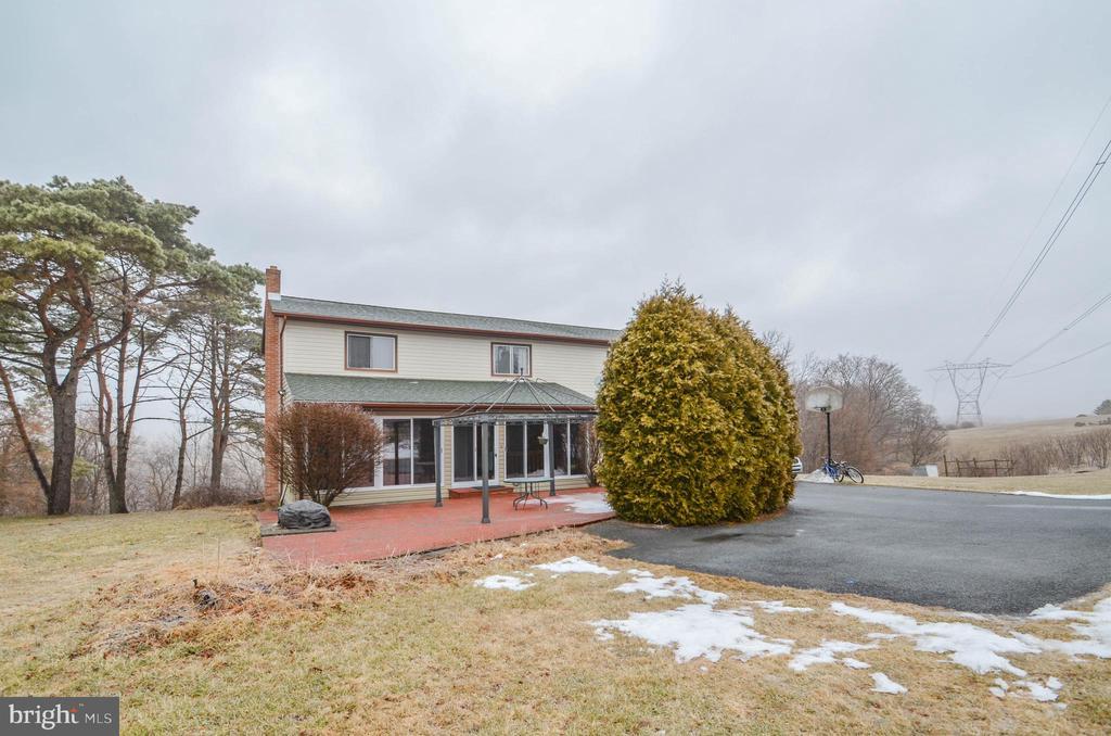 3198 LOVE RD, Northampton PA 18067