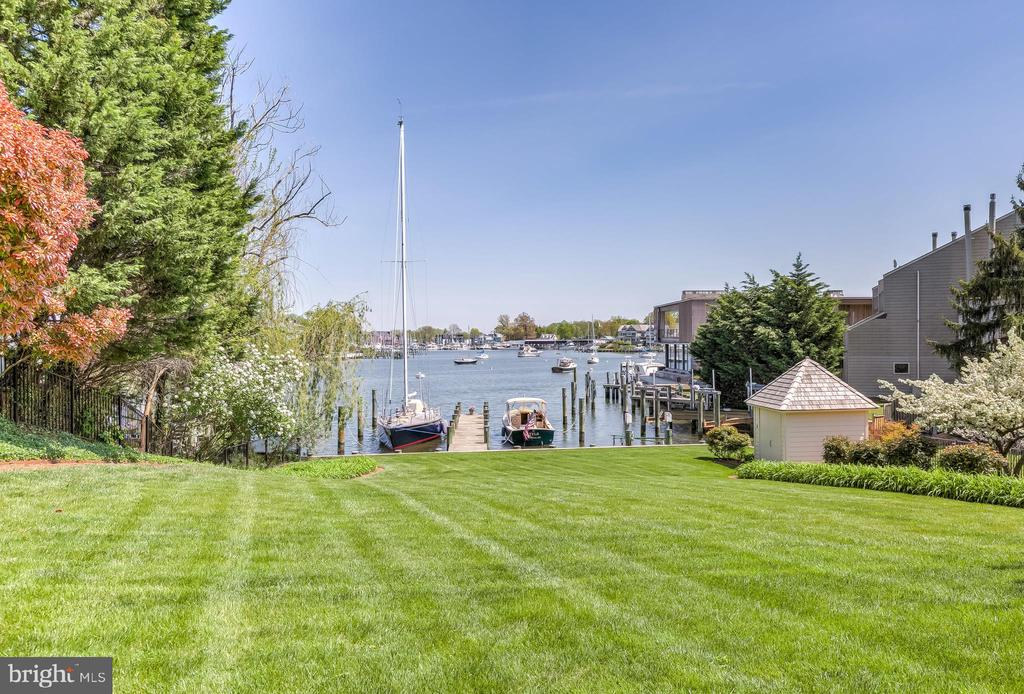 Dock, Boathouse & 72-foot Waterfront - 1 S ACTON PL, ANNAPOLIS