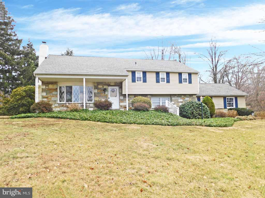 Photo of home for sale at 510 Saint Lawrence Way, Furlong PA