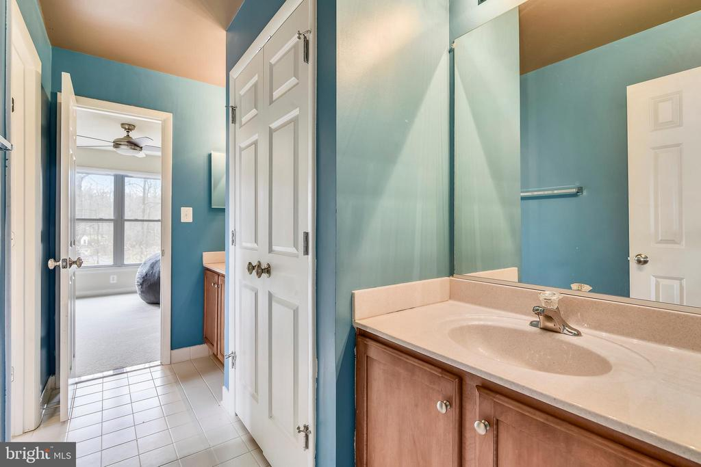 Jack & Jill Bath has Double Vanities. - 3446 VALEWOOD DR, OAKTON