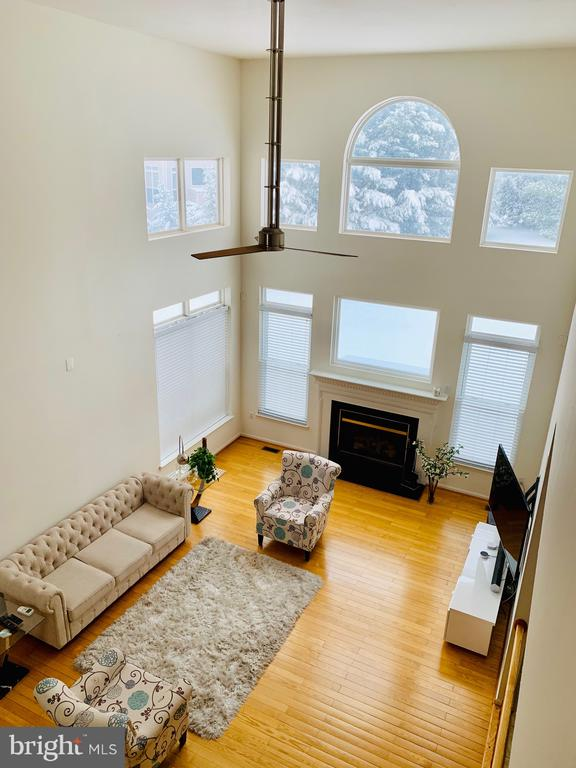 Beautiful Scenic Windows and Ambiance - 46909 BACKWATER DR, STERLING