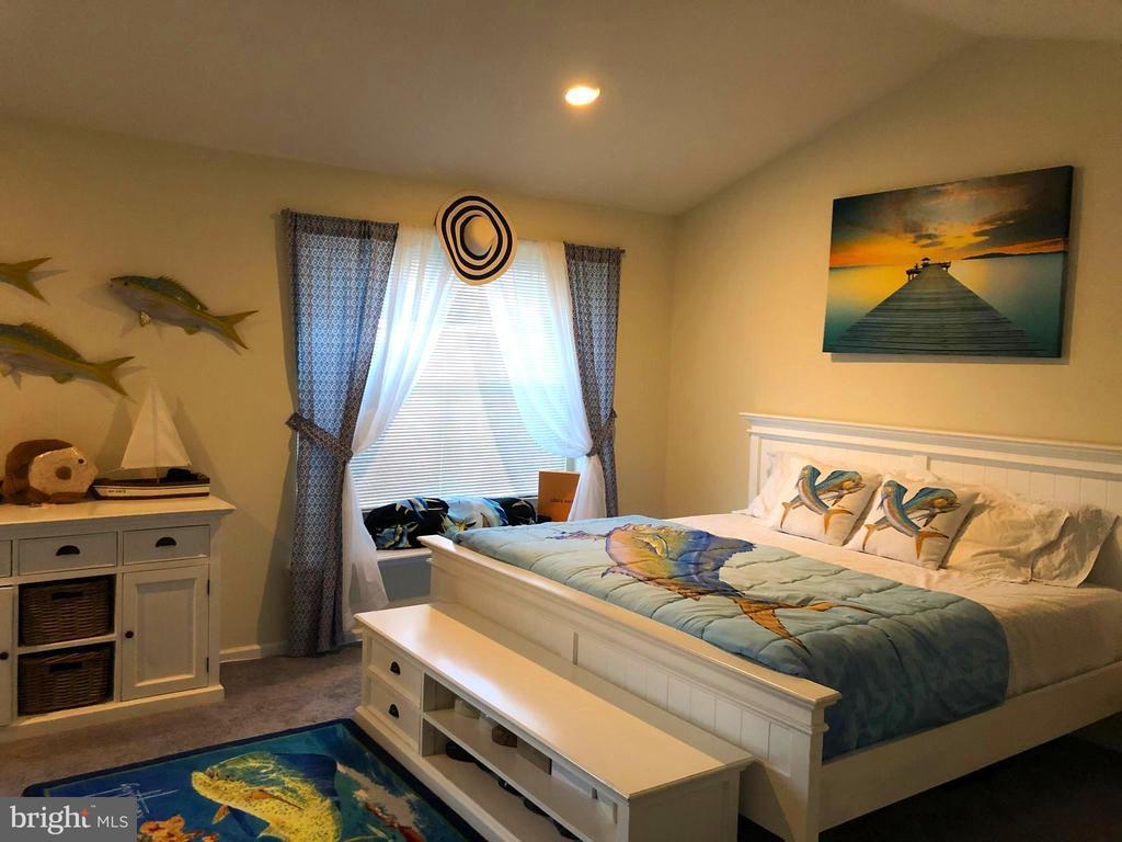 Master Bedroom - 133 EVERGREEN CT, MOUNT ROYAL