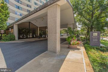 Welcome Home! - 1200 N NASH ST #551, ARLINGTON
