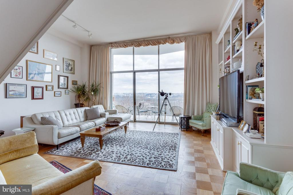 Enjoy the views from all angles - 1200 N NASH ST #551, ARLINGTON