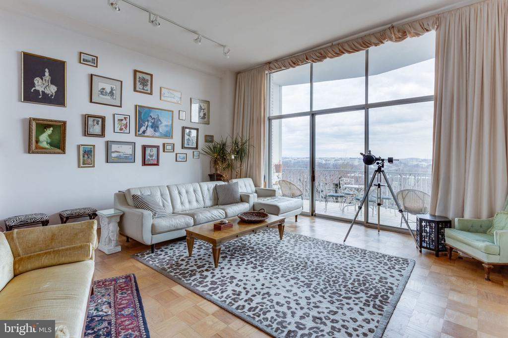 Amazing scenery - 1200 N NASH ST #551, ARLINGTON