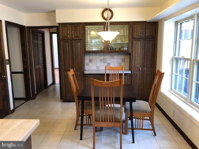 Large eating area in kitchen - 10300 YELLOW PINE DR, VIENNA