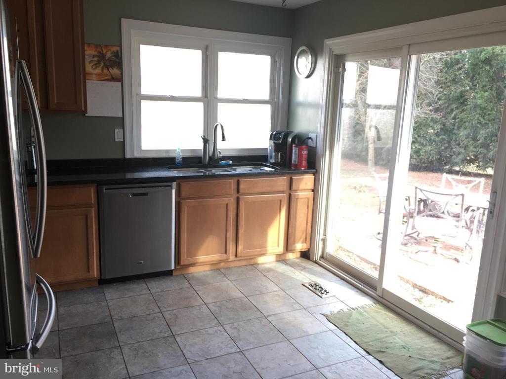 kitchen - 4 DARUS CT, STERLING