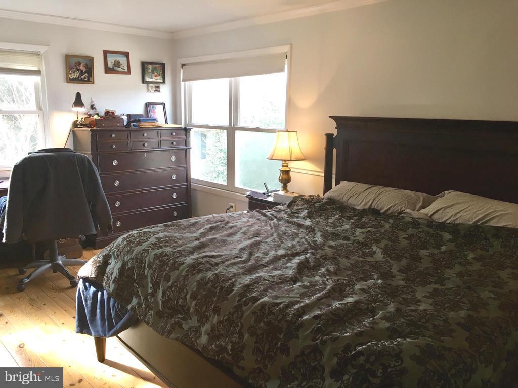 master bedroom - 4 DARUS CT, STERLING