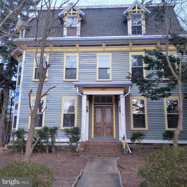 Частный односемейный дом для того Продажа на 409 S MAIN Street Hightstown, Нью-Джерси 08520 Соединенные ШтатыВ/Около: Hightstown Borough