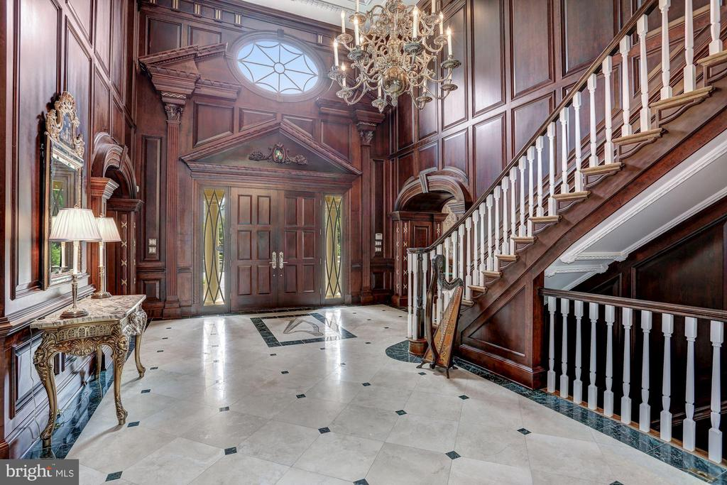 Elegant foyer with marble hallway and walnut wood - 7984 GEORGETOWN PIKE, MCLEAN