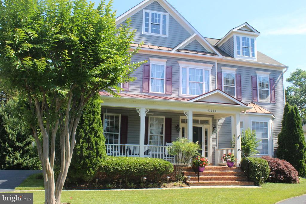 Gorgeous landscaping and colors in Spring! - 43328 MARKHAM PL, ASHBURN