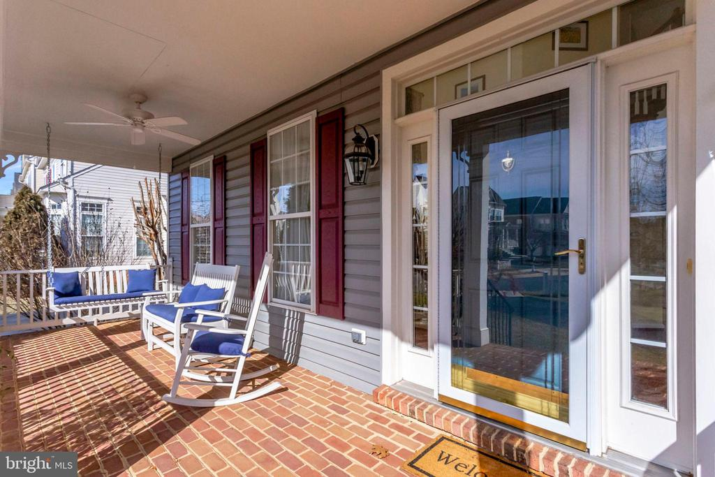 Relax on your covered front porch - 43328 MARKHAM PL, ASHBURN
