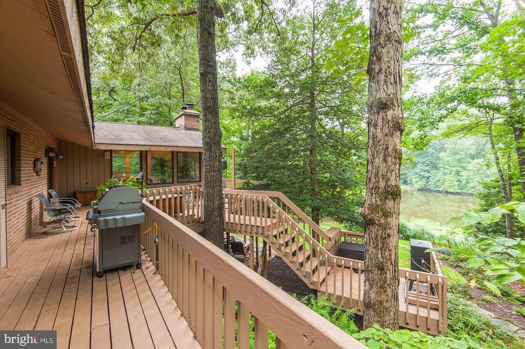 Deck Area with View of Lake - 5322 BLACK OAK DR, FAIRFAX