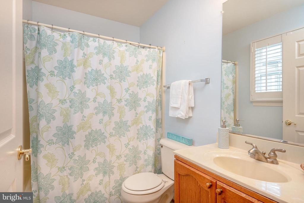 Guest Bathroom - 11320 SAVANNAH DR, FREDERICKSBURG