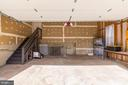 Oversize garage - 21337 CLAPPERTOWN DR, ASHBURN