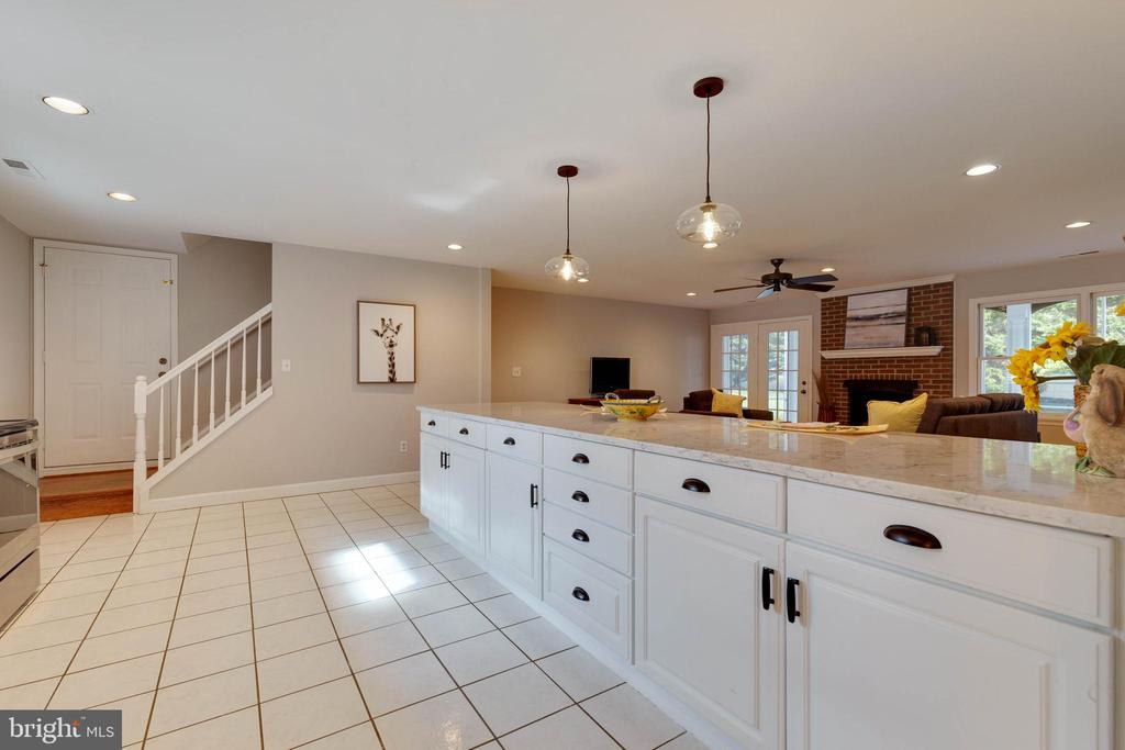 Notice the quartz counters on the kitchen island - 1017 TYLER ST, HERNDON