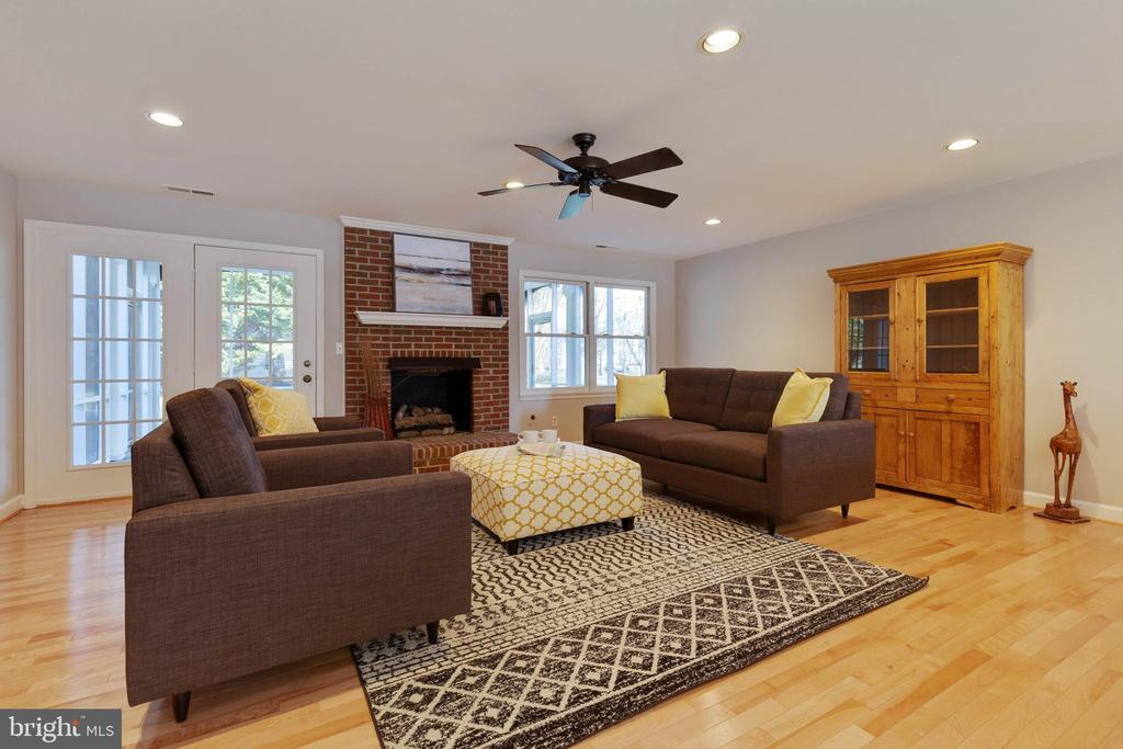 Family Room has gas fireplace - 1017 TYLER ST, HERNDON