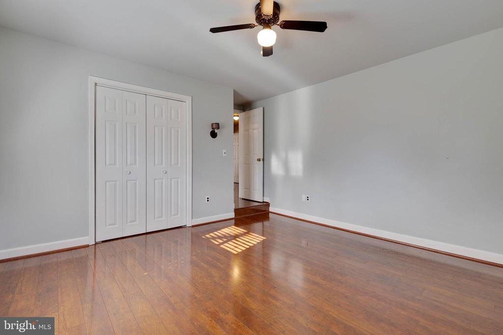Another upper level bedroom - 1017 TYLER ST, HERNDON