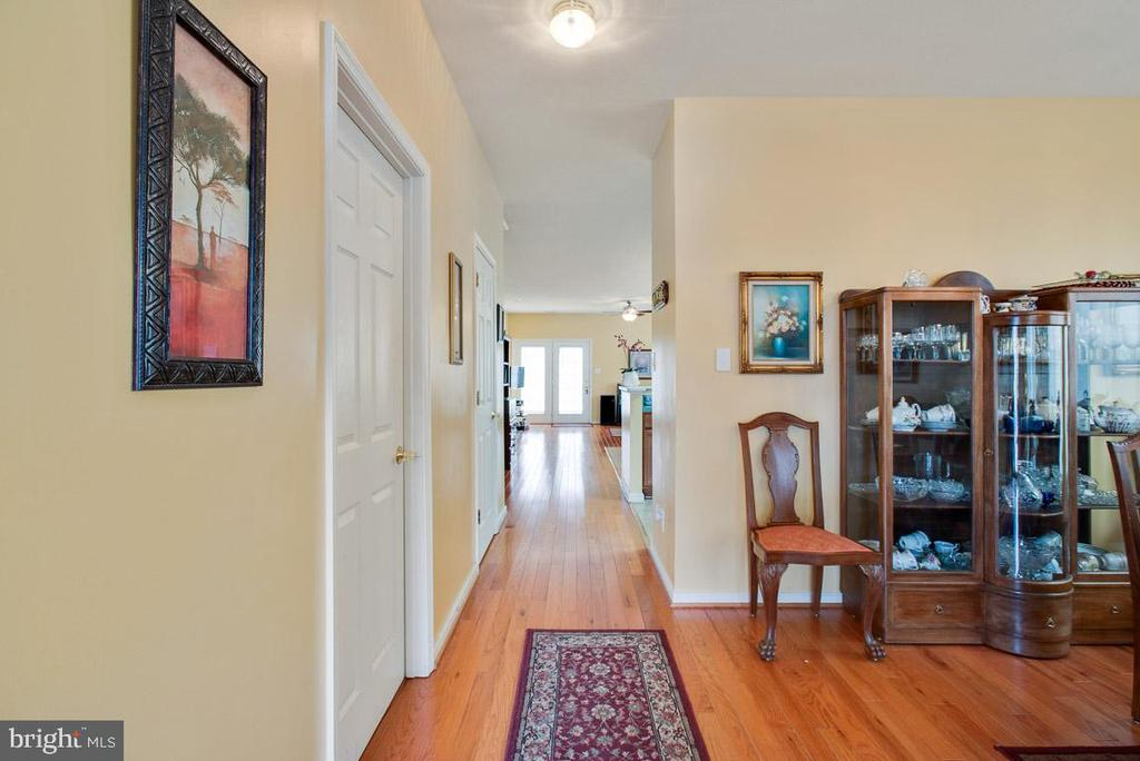 Hallway to kitchen and bedrooms - 11731 LEGACY WOODS DR, FREDERICKSBURG