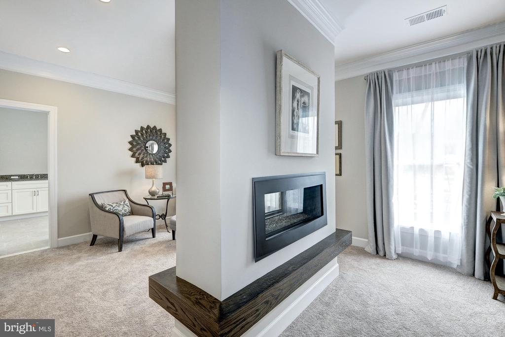 Double sided fireplace - 2550 VALE RIDGE CT, OAKTON