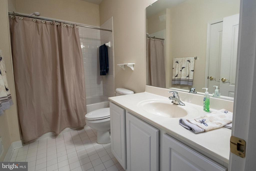 Neutral second bath with tile. - 16 TURTLE CREEK WAY, FREDERICKSBURG