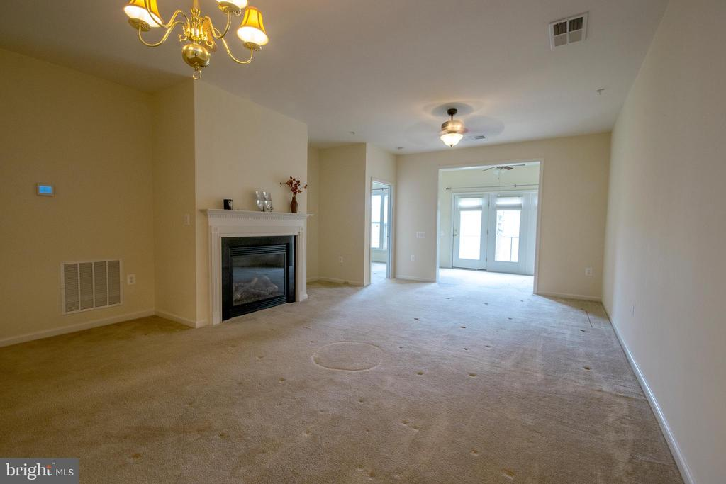 Expansive Family Room with cozy fireplace. - 16 TURTLE CREEK WAY, FREDERICKSBURG