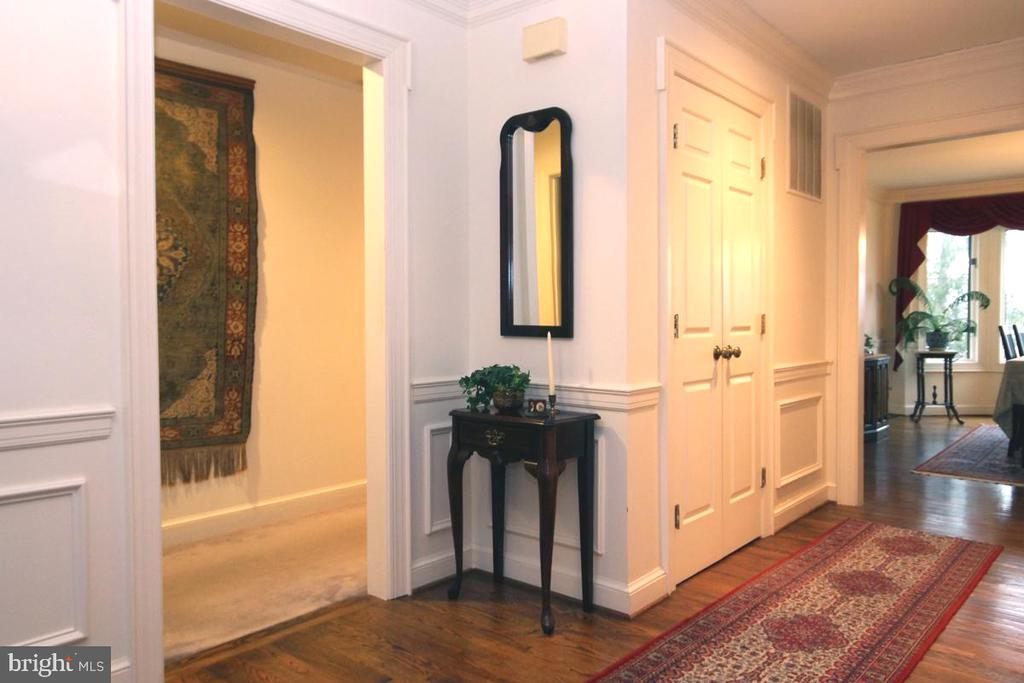 Inviting Center Hall w Hardwood Flooring - 3225 RIVERVIEW DR, TRIANGLE